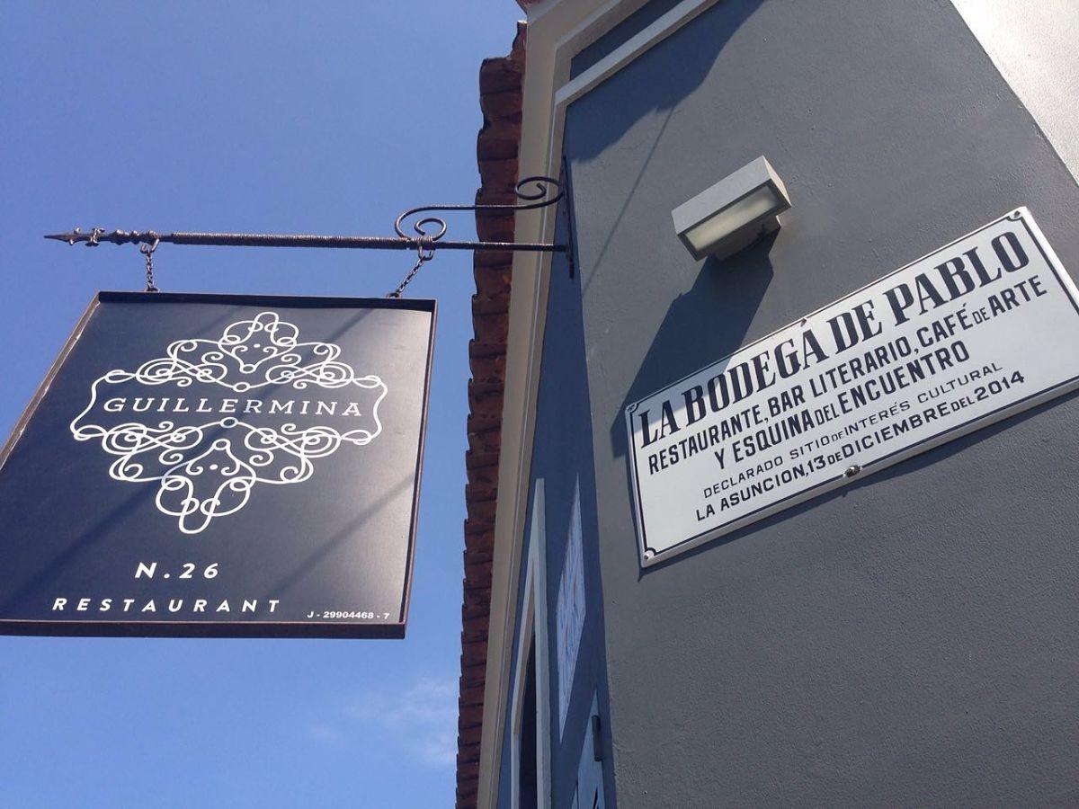 Placa de La Bodega de Pablo en la esquina del restaurante Guillermina. Foto: Guillermina Restaurant.