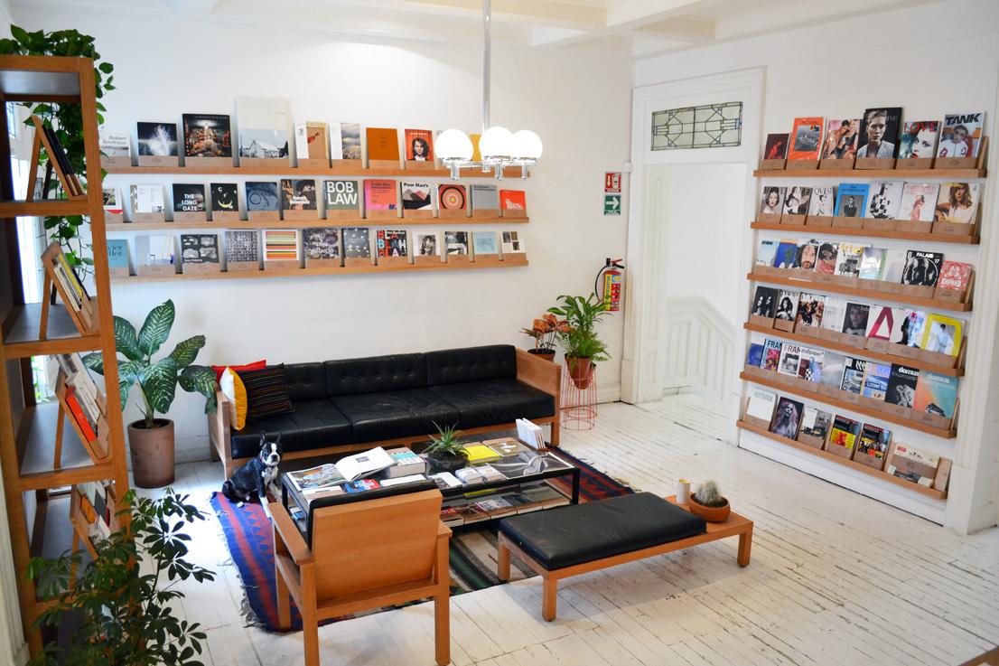 Interior de Casa Bosques: Librería. Foto: casabosques.net