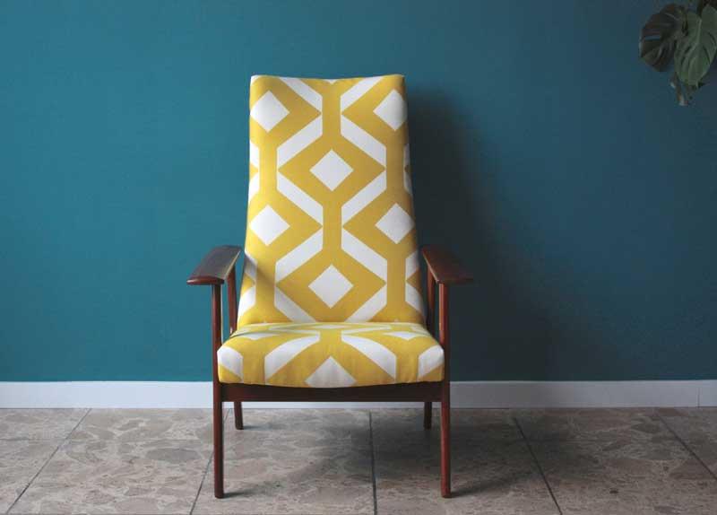 Vintage lounge chair made of teakwood. Foto: coroto.de