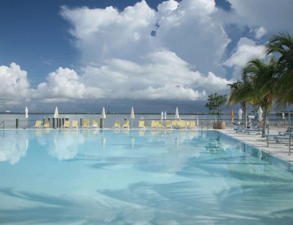 Piscina del spa de The Standard Miami. Foto: standardhotels.com
